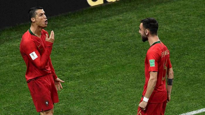 Bruno Fernandes tiết lộ nguồn động lực đặc biệt từ người đàn anh Ronaldo - Ảnh 2.