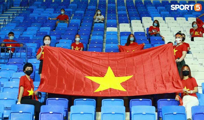 """Người Việt ở UAE tiếp lửa đội tuyển Việt Nam: """"Khi con người phải giữ khoảng cách, con tim xích lại gần"""" - Ảnh 1."""