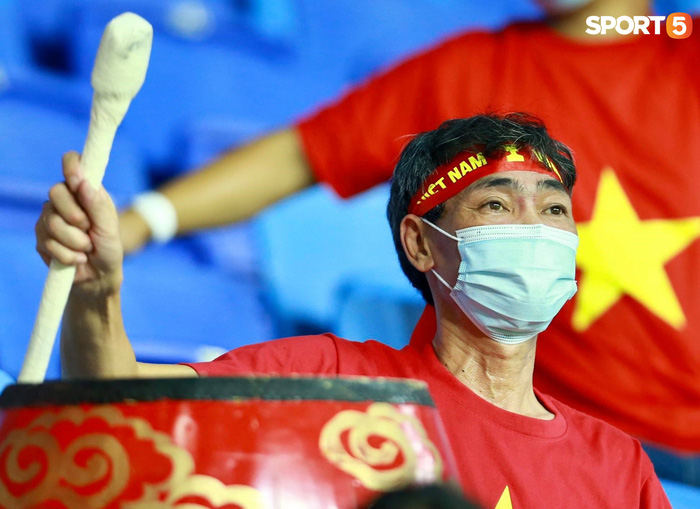 """Ấm lòng người Việt ở UAE tiếp lửa đội tuyển: """"Khi con người phải giữ khoảng cách, con tim càng xích lại gần"""" - Ảnh 8."""