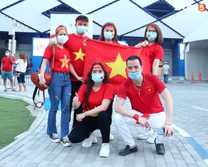 """Người Việt ở UAE tiếp lửa đội tuyển Việt Nam: """"Khi con người phải giữ khoảng cách, con tim xích lại gần"""" - Ảnh 6."""