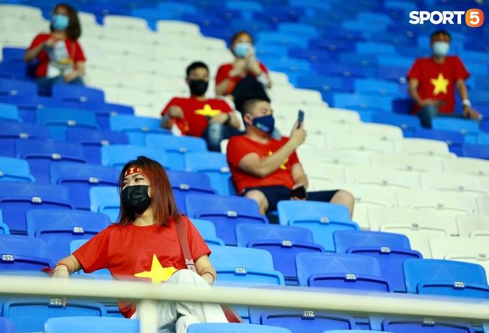 """Người Việt ở UAE tiếp lửa đội tuyển Việt Nam: """"Khi con người phải giữ khoảng cách, con tim xích lại gần"""" - Ảnh 3."""
