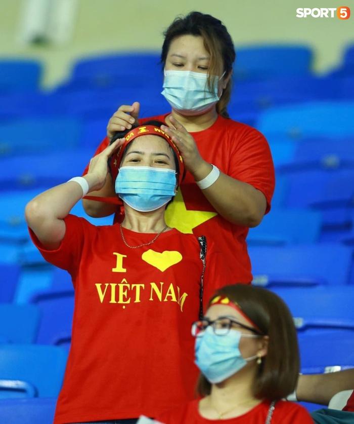 """Ấm lòng người Việt ở UAE tiếp lửa đội tuyển: """"Khi con người phải giữ khoảng cách, con tim càng xích lại gần"""" - Ảnh 7."""