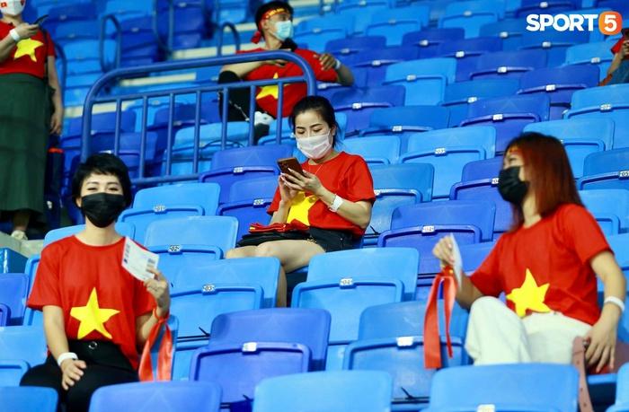 """Người Việt ở UAE tiếp lửa đội tuyển Việt Nam: """"Khi con người phải giữ khoảng cách, con tim xích lại gần"""" - Ảnh 2."""