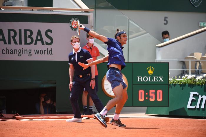 Djokovic thoát hiểm, Nadal thuyết phục đi tiếp ở vòng 4 Roland Garros - Ảnh 4.