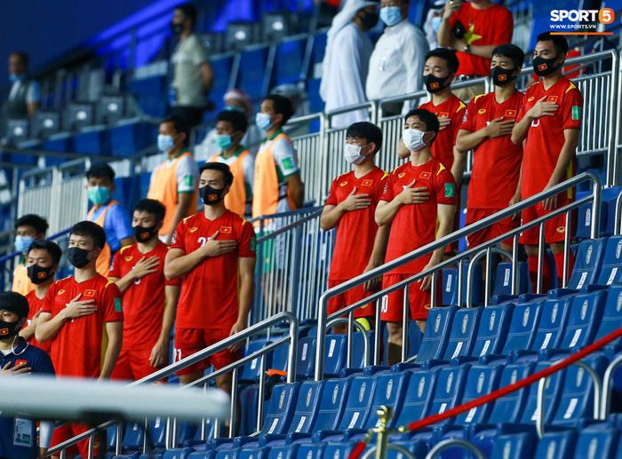 Những khoảnh khắc tuyệt đẹp của tuyển Việt Nam khiến người hâm mộ đổ rần rần - Ảnh 2.