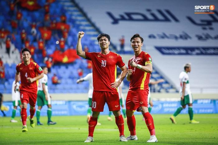 Thắng đậm Indonesia 4-0, tuyển Việt Nam vững vàng trên ngôi đầu bảng G - Ảnh 1.