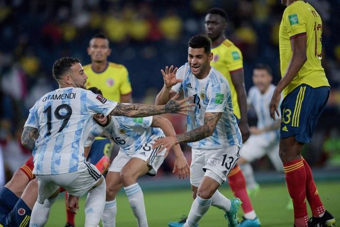 Messi tịt ngòi, tuyển Argentina đánh rơi 2 điểm ở giây cuối cùng - Ảnh 5.