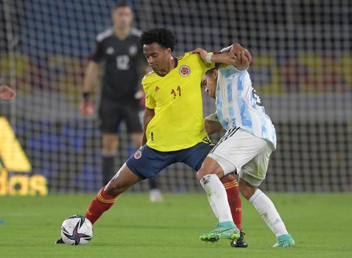 Messi tịt ngòi, tuyển Argentina đánh rơi 2 điểm ở giây cuối cùng - Ảnh 7.