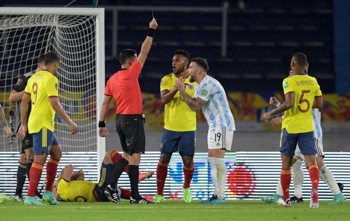 Messi tịt ngòi, tuyển Argentina đánh rơi 2 điểm ở giây cuối cùng - Ảnh 8.
