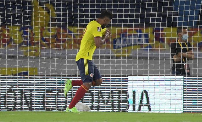 Messi tịt ngòi, tuyển Argentina đánh rơi 2 điểm ở giây cuối cùng - Ảnh 10.