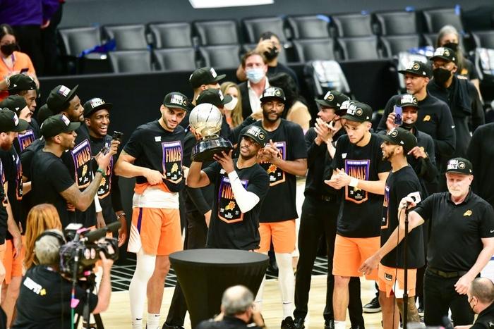 Hành trình 16 năm vào chung kết NBA của Chris Paul: Người tán thưởng, người chê bai - Ảnh 2.