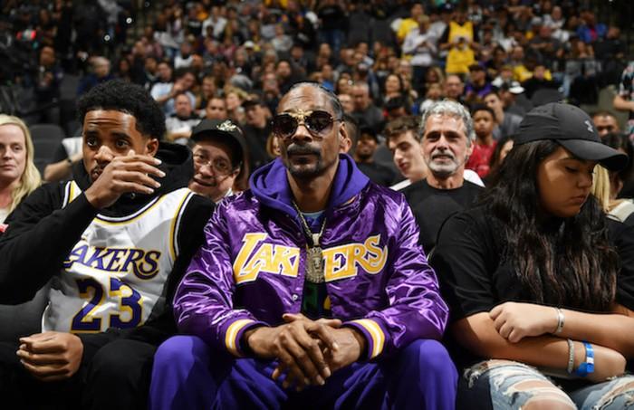 Thua tan tác Phoenix Suns, fan cứng Los Angeles Lakers quay sang cổ vũ đối thủ - Ảnh 1.
