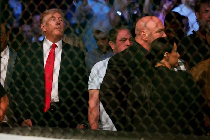 Ông Donald Trump cùng dàn khách mời VIP tới dự khán trong ngày Conor McGregor bị gãy chân kinh hoàng - Ảnh 2.
