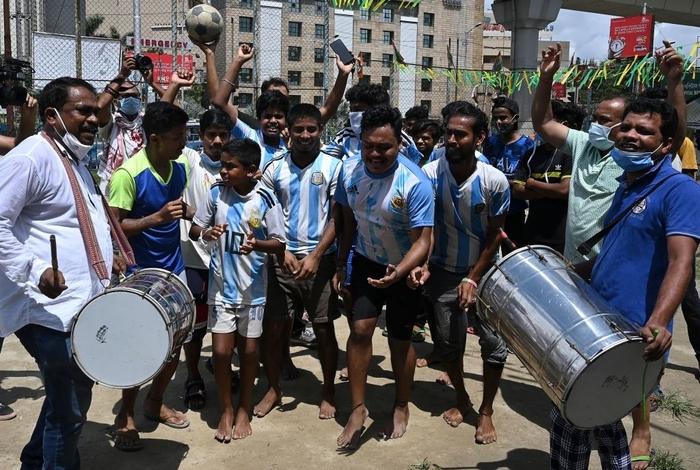 Lạ lùng fan châu Á đi bão mừng chiến thắng lịch sử của Messi và tuyển Argentina - Ảnh 8.