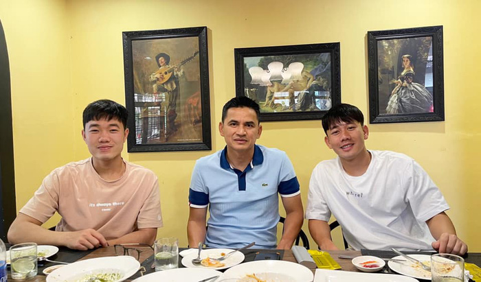 """Xuân Trường đăng ảnh và đi ăn với Minh Vương, Văn Toàn """" hờn dỗi"""" hài hước  - Ảnh 3."""