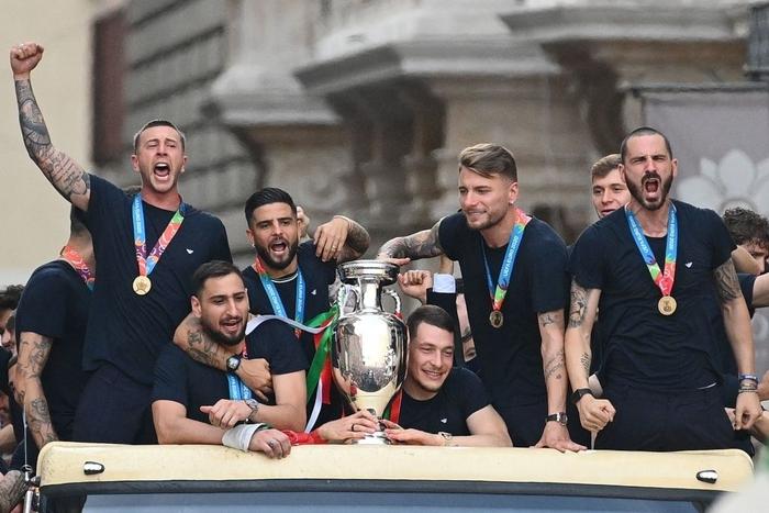 Italy diễu hành mừng chức vô địch Euro 2020 - Ảnh 4.