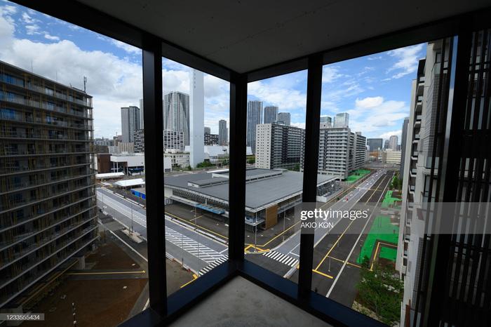 Làng vận động viên của Olympic Tokyo 2021 mở cửa trong ảm đạm - Ảnh 13.