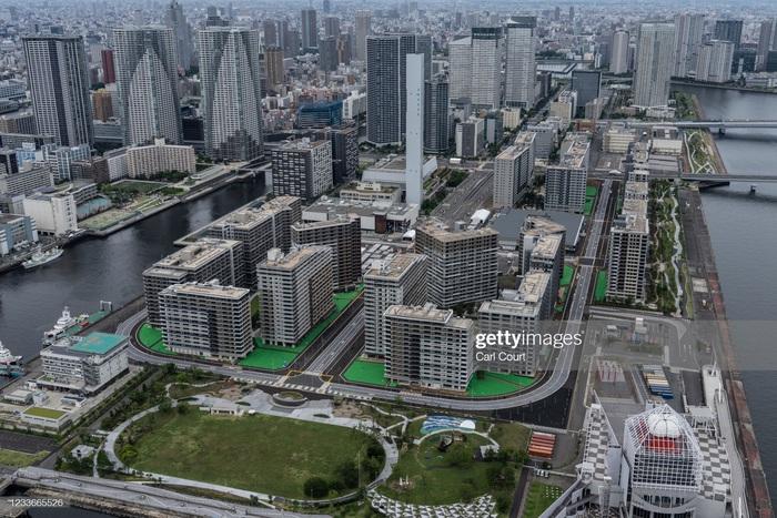 Làng vận động viên của Olympic Tokyo 2021 mở cửa trong ảm đạm - Ảnh 3.