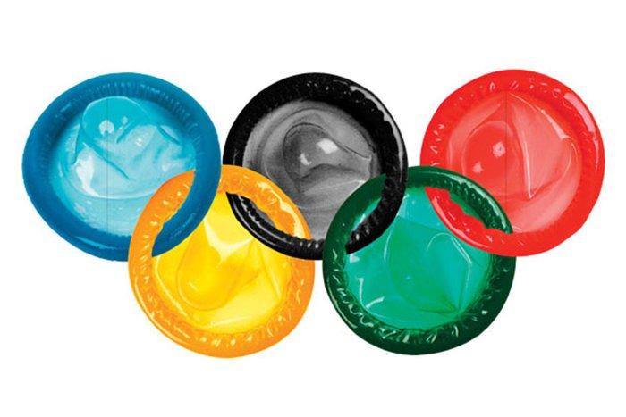 Ban tổ chức khuyến cáo các vận động viên không nên đụng đến 160.000 chiếc bao cao su miễn phí ở Olympic - Ảnh 1.