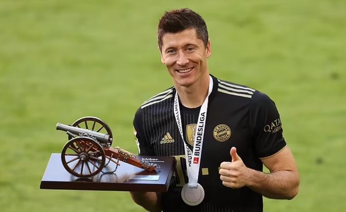 Chuyển nhượng 15/7: Cầu thủ hay nhất Euro chính thức cập bến PSG - Ảnh 3.