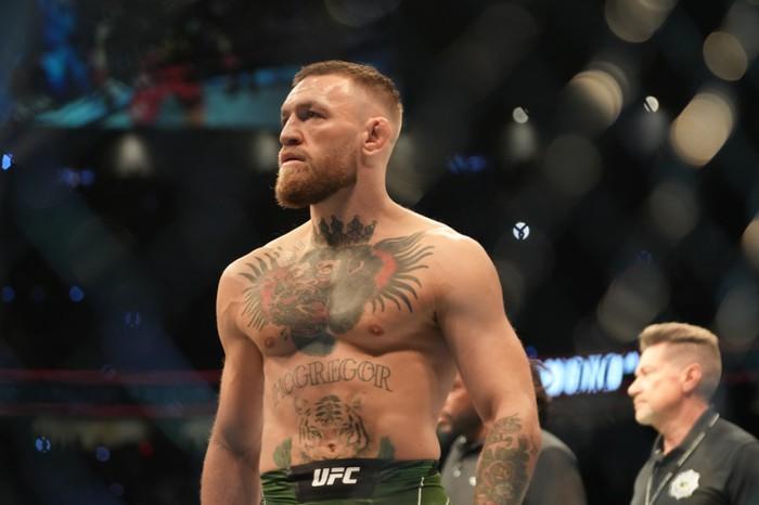 Conor McGregor xác nhận gặp chấn thương chân trước trận gặp Dustin Poirier: Cứ hỏi Dana White thì biết  - Ảnh 2.