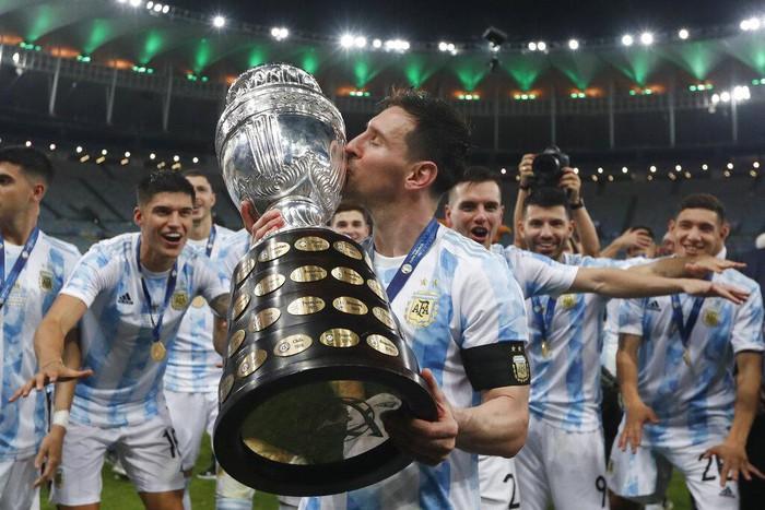 Lionel Messi tiếp phá đảo thế giới ảo, với bức ảnh triệu yêu thích trên Instagram - Ảnh 1.