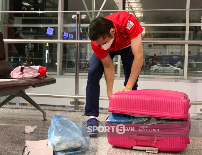 Đoàn thể thao Việt Nam mang mỳ tôm, chia hành lý trước giờ lên đường dự Olympic Tokyo 2020 - Ảnh 6.