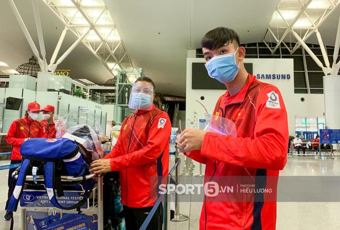 Đoàn thể thao Việt Nam mang mỳ tôm, chia hành lý trước giờ lên đường dự Olympic Tokyo 2020 - Ảnh 7.