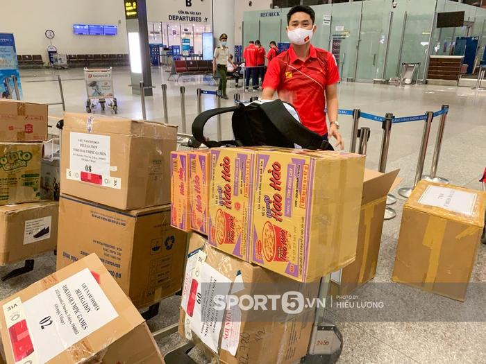 Đoàn thể thao Việt Nam mang mỳ tôm, chia hành lý trước giờ lên đường dự Olympic Tokyo 2020 - Ảnh 3.