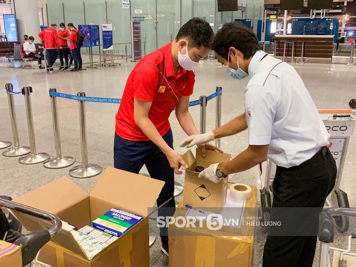 Đoàn thể thao Việt Nam mang mỳ tôm, chia hành lý trước giờ lên đường dự Olympic Tokyo 2020 - Ảnh 4.