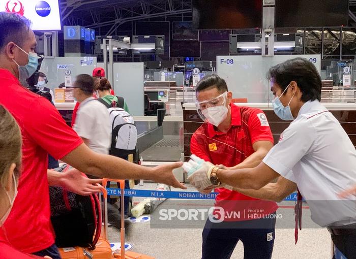 Đoàn thể thao Việt Nam mang mỳ tôm, chia hành lý trước giờ lên đường dự Olympic Tokyo 2020 - Ảnh 5.