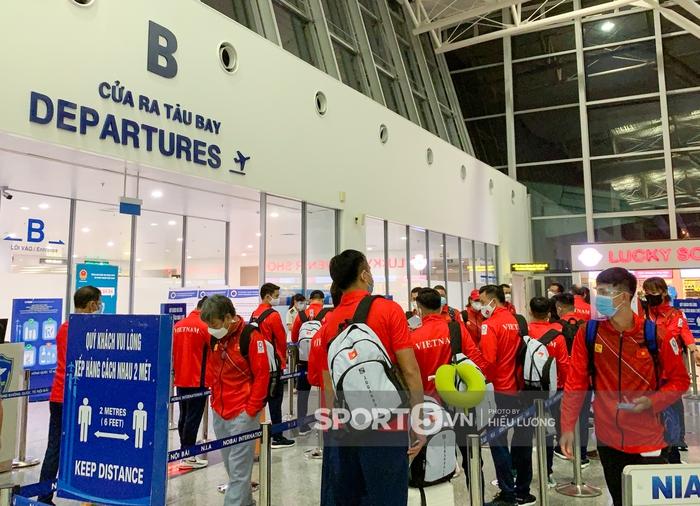 Đoàn thể thao Việt Nam mang mỳ tôm, chia hành lý trước giờ lên đường dự Olympic Tokyo 2020 - Ảnh 11.