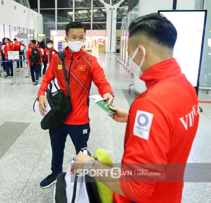 VĐV Việt Nam bị giấu hộ chiếu, hú hồn trước giờ bay đến Olympic Tokyo 2020 - Ảnh 3.