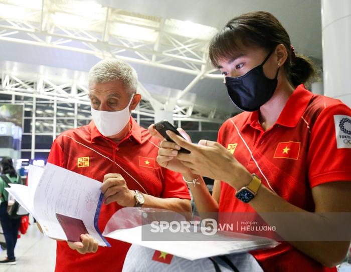 Đoàn thể thao Việt Nam mang mỳ tôm, chia hành lý trước giờ lên đường dự Olympic Tokyo 2020 - Ảnh 1.