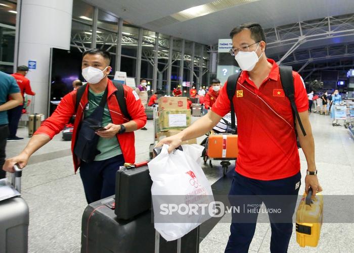 Đoàn thể thao Việt Nam mang mỳ tôm, chia hành lý trước giờ lên đường dự Olympic Tokyo 2020 - Ảnh 8.