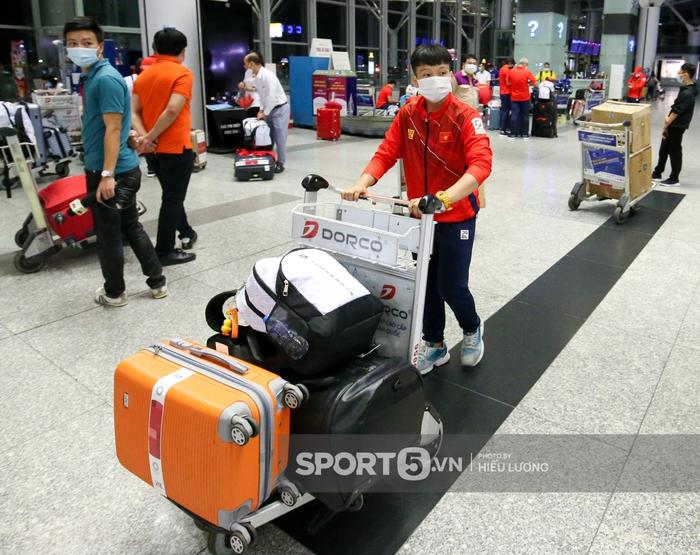 Đoàn thể thao Việt Nam mang mỳ tôm, chia hành lý trước giờ lên đường dự Olympic Tokyo 2020 - Ảnh 9.