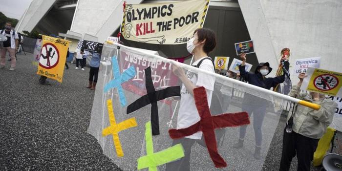 Olympic Tokyo 2020 liên tục bị tấn công bởi những bê bối trước ngày khai mạc - ảnh 2