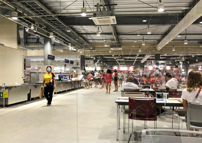 Cận cảnh nhà ăn Olympic 2020 siêu lớn: Phục vụ 3000 người cùng lúc, 700 món ăn mỗi bữa - ảnh 1