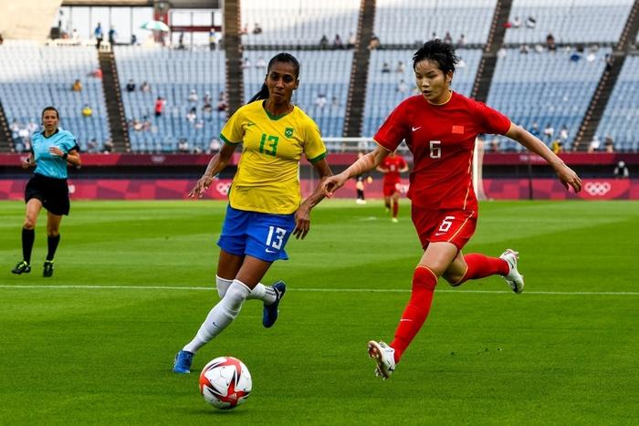 Hủy diệt tuyển Trung Quốc 5 bàn không gỡ, 2 nữ huyền thoại bóng đá Brazil lập kỷ lục Olympic - Ảnh 7.