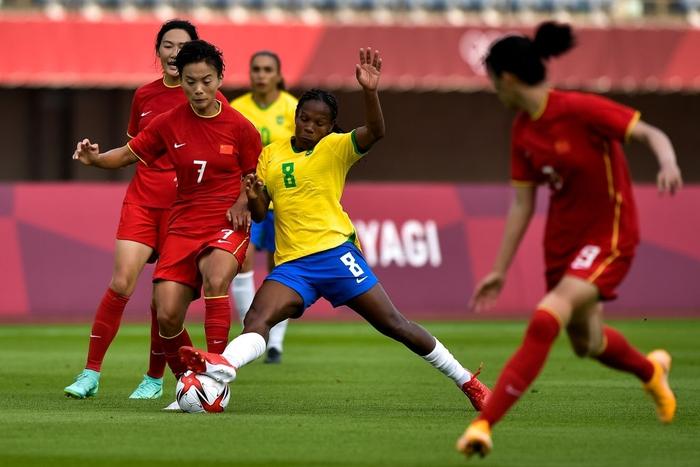Hủy diệt tuyển Trung Quốc 5 bàn không gỡ, 2 nữ huyền thoại bóng đá Brazil lập kỷ lục Olympic - Ảnh 5.