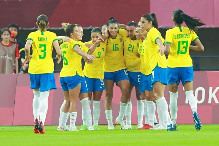 Hủy diệt tuyển Trung Quốc 5 bàn không gỡ, 2 nữ huyền thoại bóng đá Brazil lập kỷ lục Olympic - Ảnh 1.