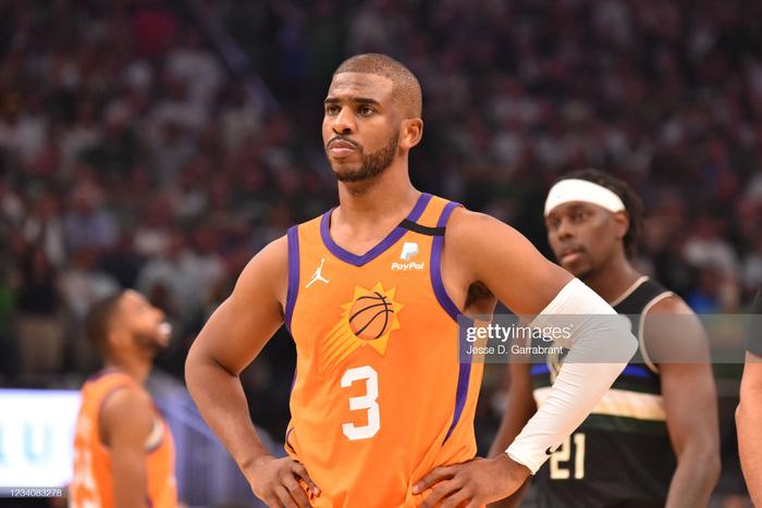 Magic Johnson: Chris Paul cần phải gọi ngay cho người bạn thân LeBron James - Ảnh 1.