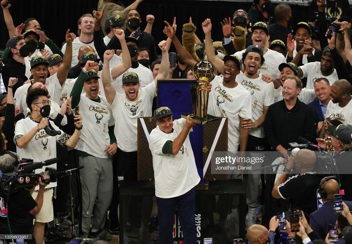 """Sau 50 năm, người hâm mộ Milwaukee Bucks mới được """"cuồng nhiệt"""" cùng chiến thắng lịch sử - Ảnh 6."""