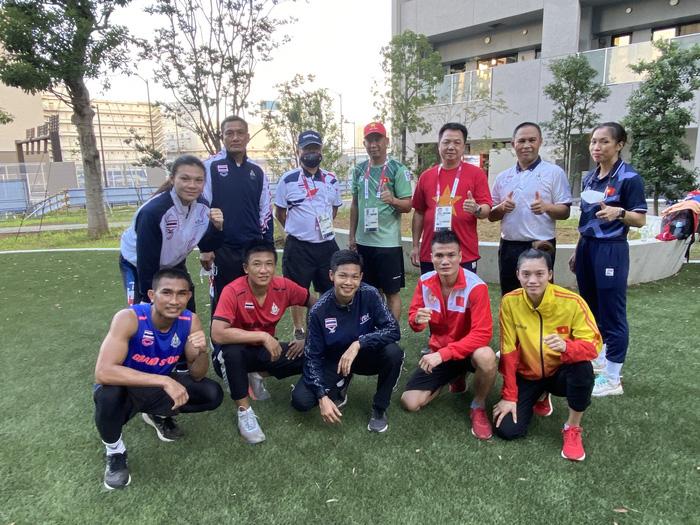 Võ sĩ boxing Việt Nam và Thái Lan rủ nhau đấu tập ở làng VĐV Olympic Tokyo 2020 - Ảnh 2.