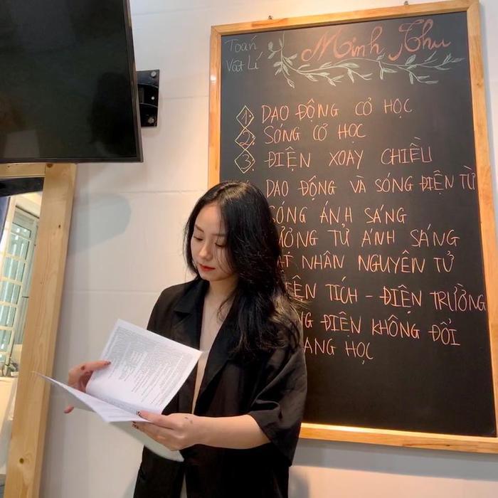 Không chỉ dạy vật lý, cô giáo Minh Thu còn livestream bắn PUBG Mobile cực đỉnh - Ảnh 7.
