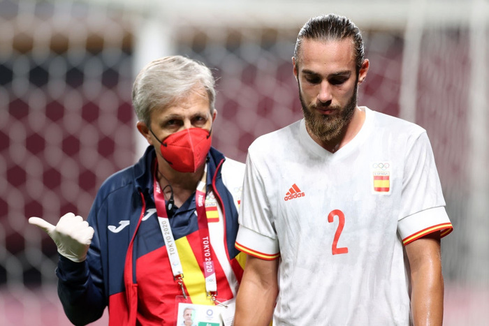 Olympic Ai Cập chơi thô bạo, Olympic Tây Ban Nha mất 2 trụ cột - Ảnh 2.