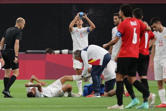 Olympic Ai Cập chơi thô bạo, Olympic Tây Ban Nha mất 2 trụ cột - Ảnh 4.