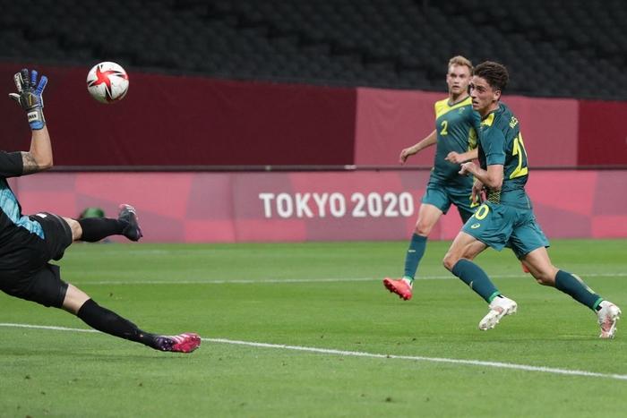 Argentina thua bạc nhược trận ra quân Olympic 2020 - Ảnh 4.