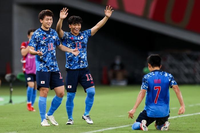 Kubo hoá người hùng giúp Olympic Nhật Bản giành thắng lợi nhọc nhằn trong ngày ra quân - Ảnh 4.