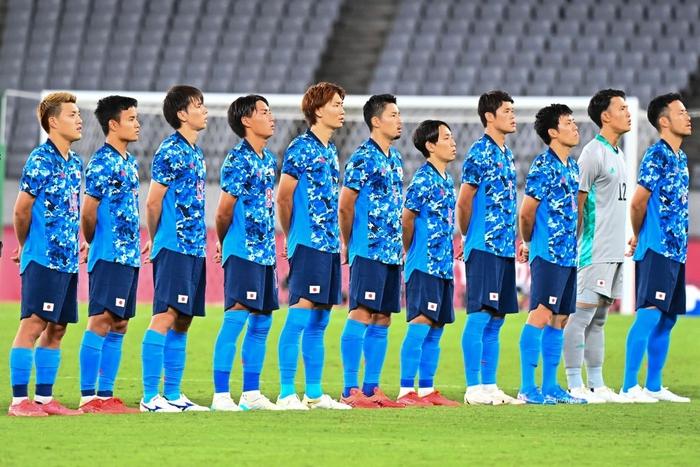 Kubo hoá người hùng giúp Olympic Nhật Bản giành thắng lợi nhọc nhằn trong ngày ra quân - Ảnh 1.
